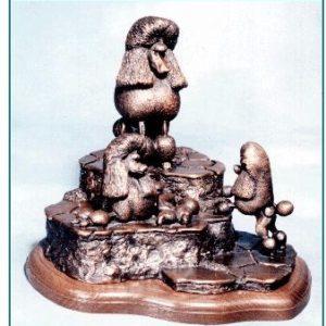 Poodle Miniature - Social Climber