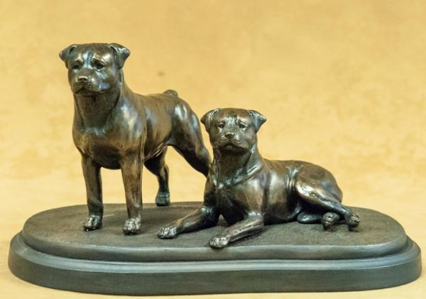 Rottweiler - Medium Pair on Base