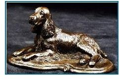 English Springer Spaniel- Lying on Deco Base